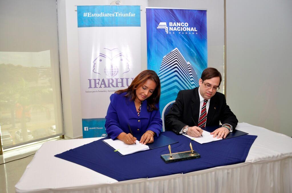 Banco Nacional e IFARHU firman acuerdo que facilita cobro de Beca Universal