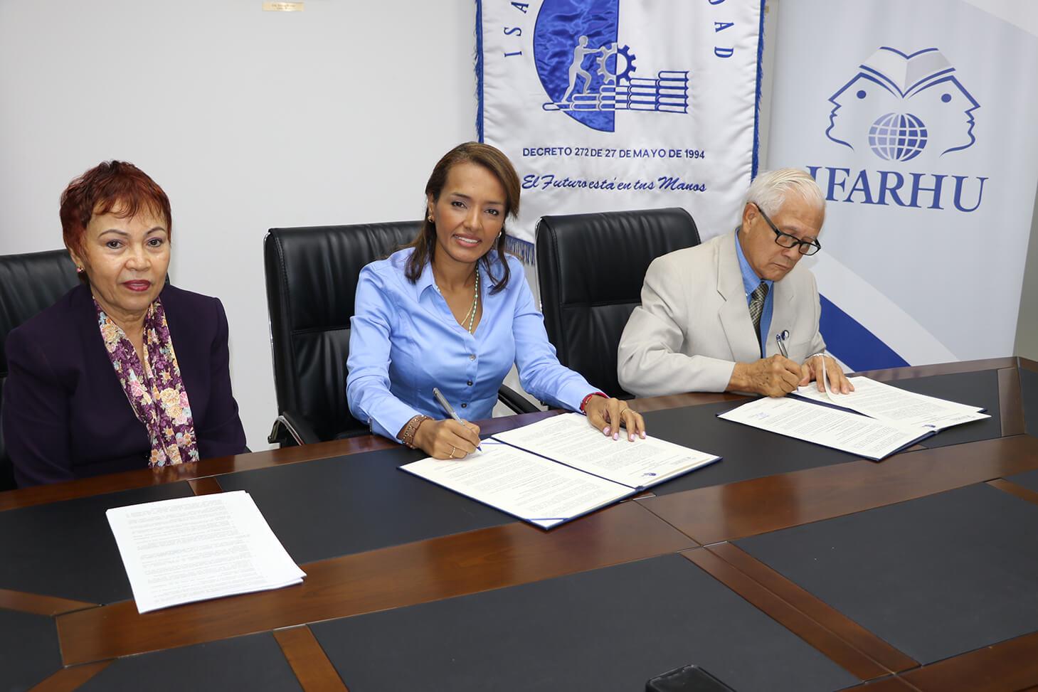 IFARHU firma convenio de cooperación académica con ISAE Universidad