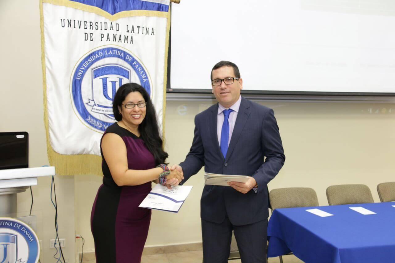 IFARHU entrega becas a estudiantes con puesto distinguido de Universidades
