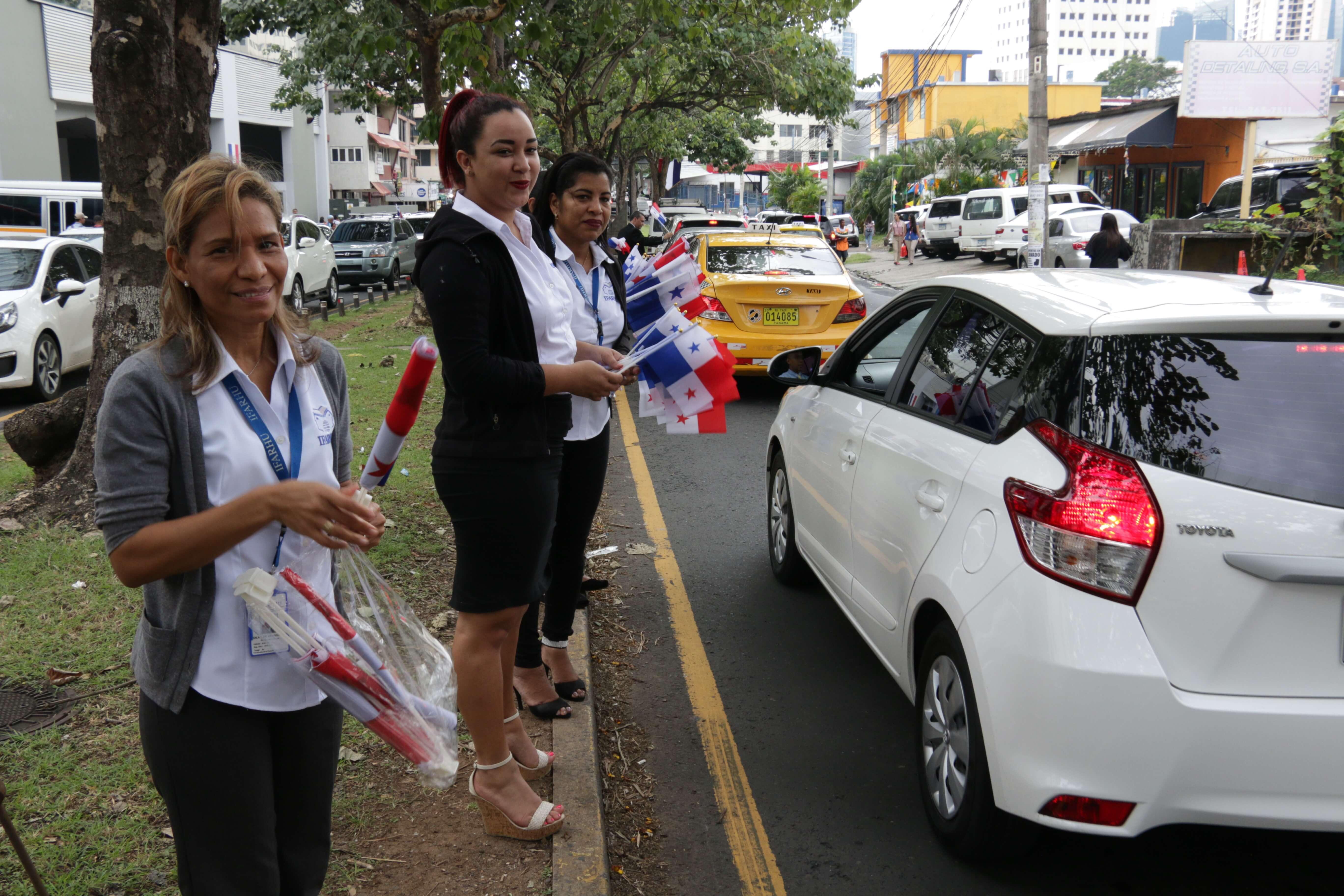 IFARHU inicia mes de la Patria con entrega de banderas