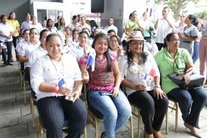 Colaboradores de IFARHU rinden honor a Panamá