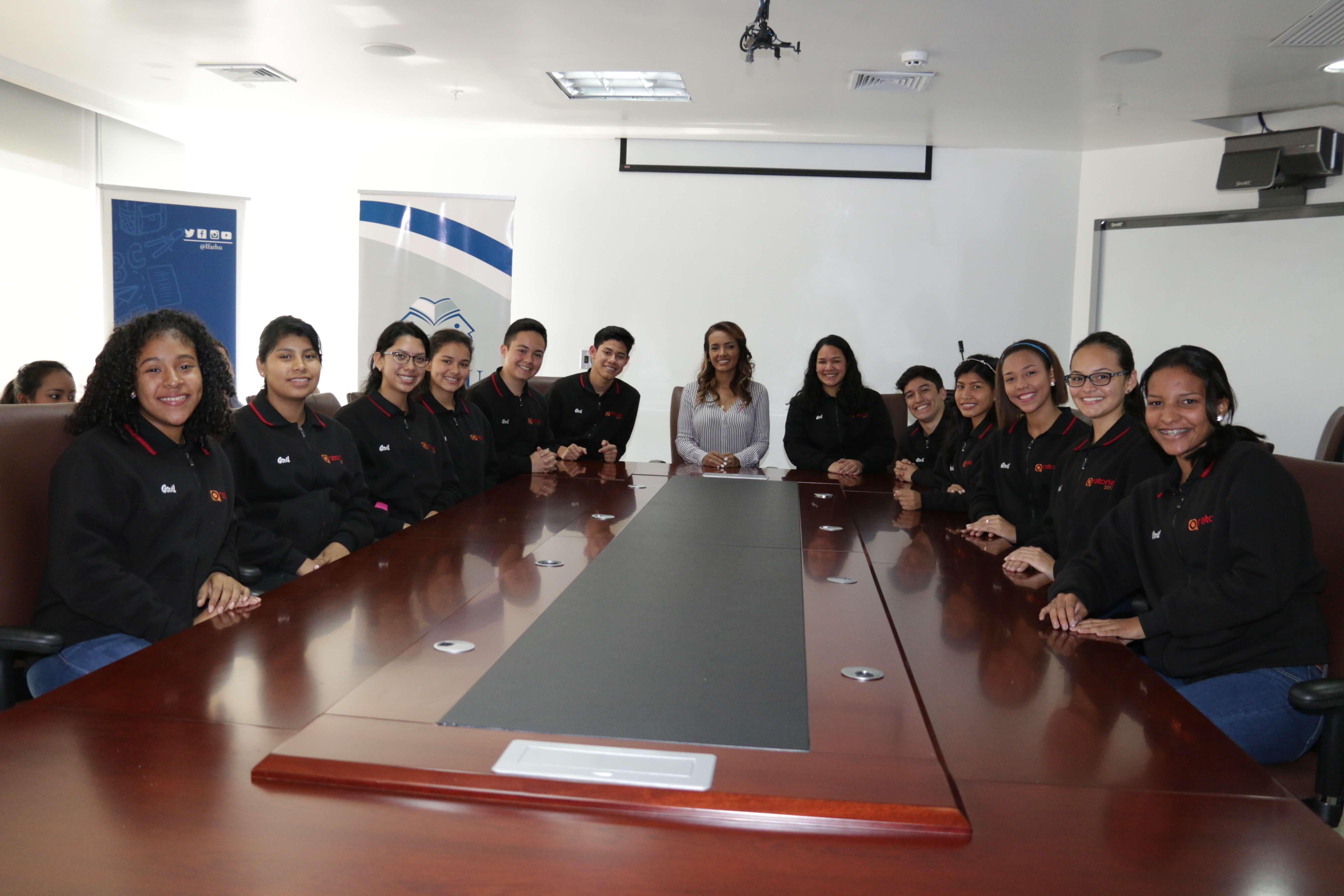 Estudiantes del Concurso de Oratoria visitan IFARHU
