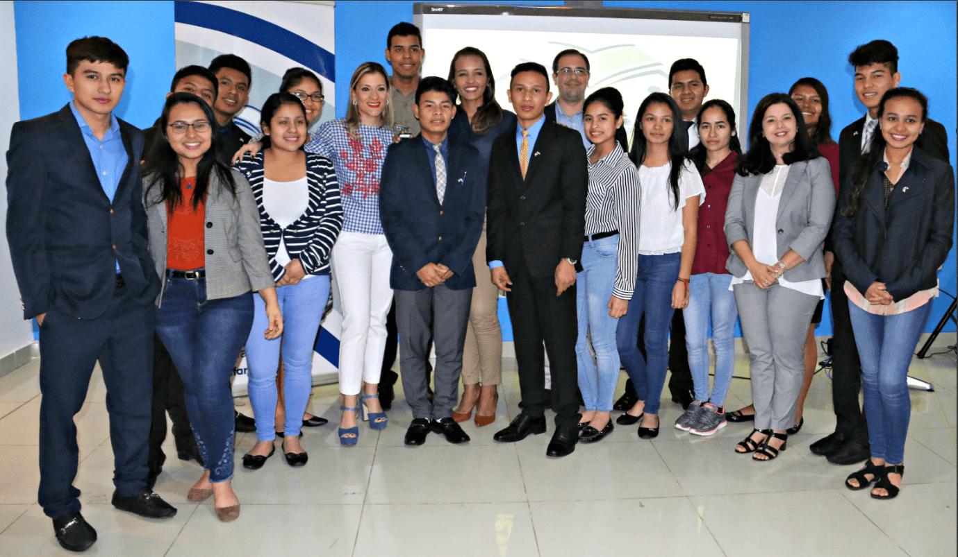 IFARHU da la bienvenida a 16 jóvenes que estudiaron inglés en Estados Unidos