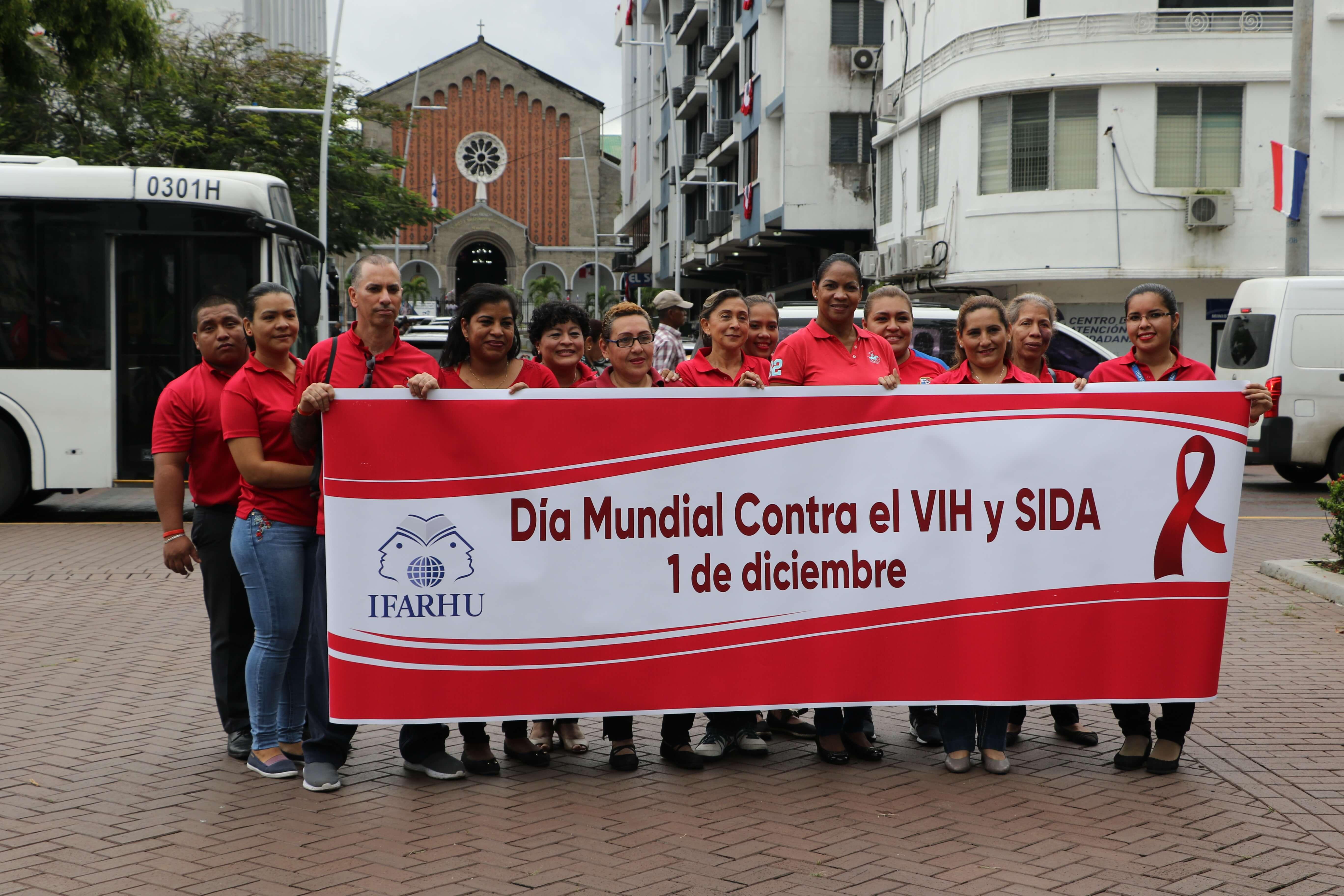 Funcionarios del IFARHU participan de caminata en el Día Mundial de la Lucha contra el VIH y Sida
