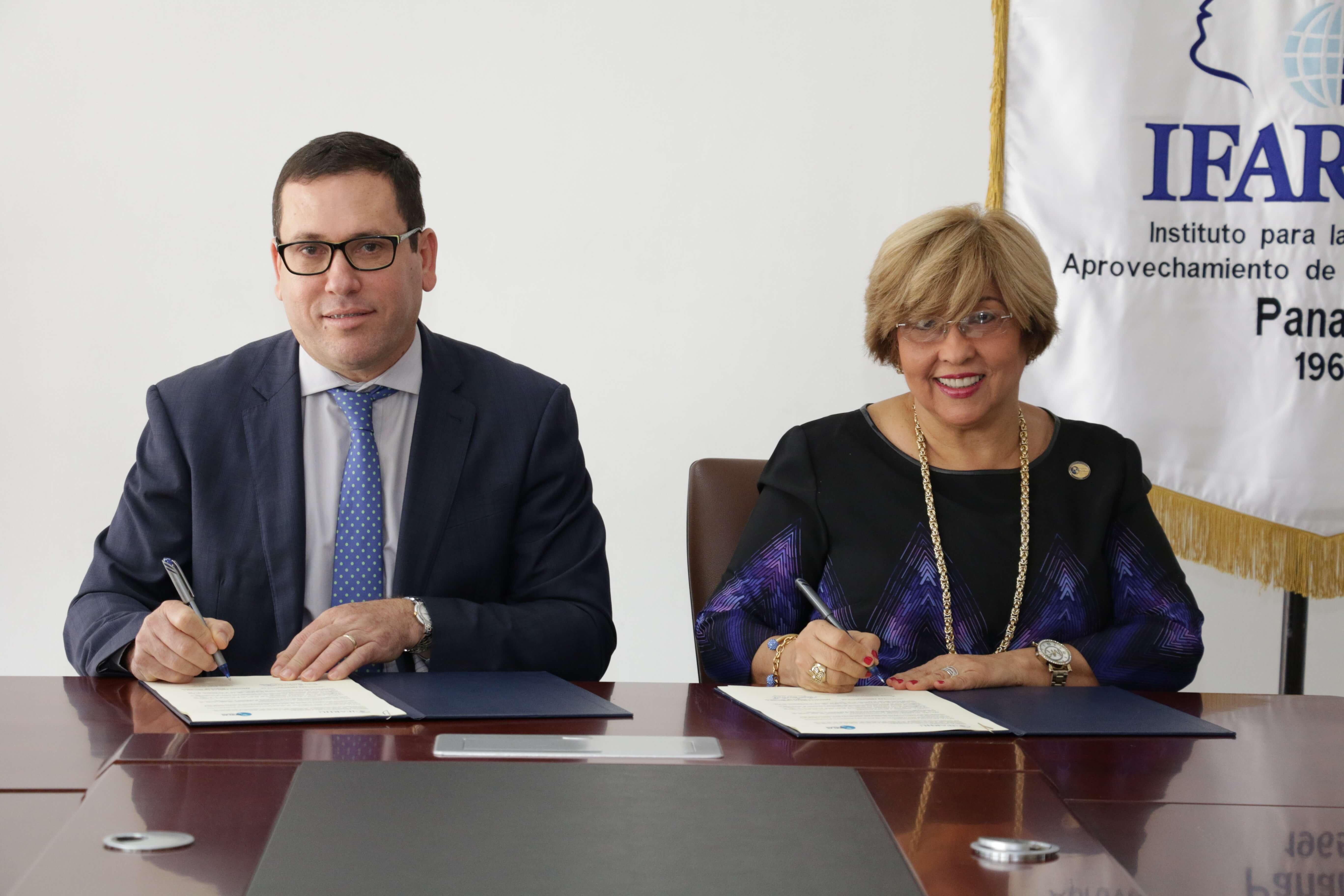 IFARHU y UDELAS firman carta de entendimiento para becas de maestrías