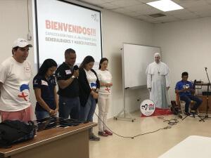 Becados del concurso de idiomas reciben capacitación de voluntariado para la JMJ