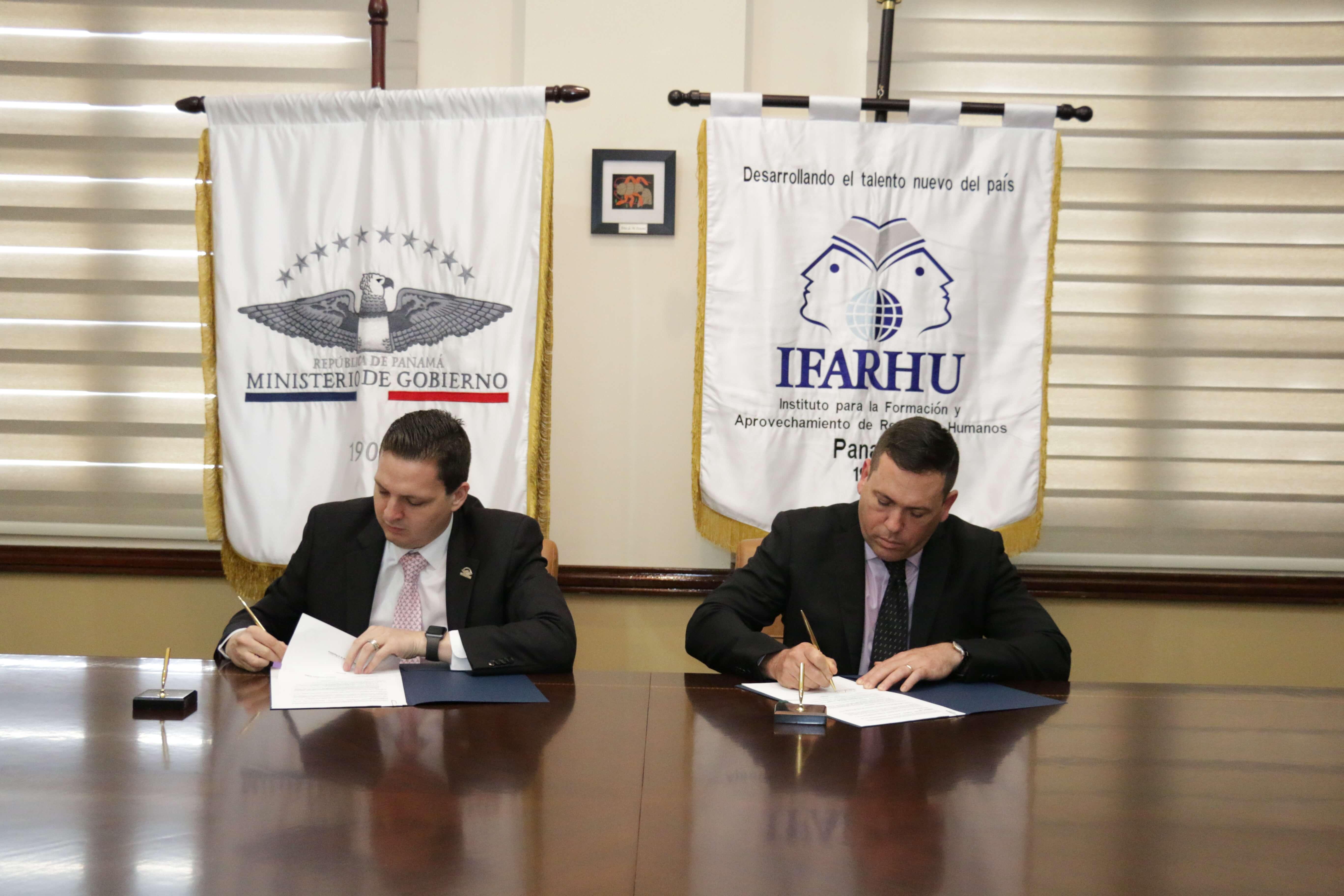 Aspirantes a custodios de la AFP recibirán becas del IFARHU y MINGOB