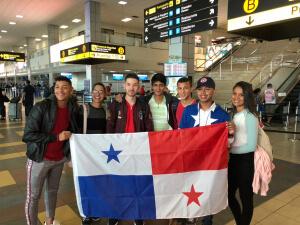 Becados del concurso de piloto comercial viajan para iniciar curso de inglés en EEUU