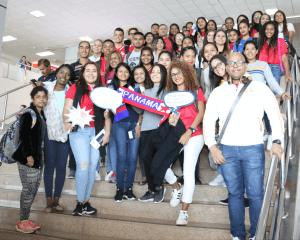 Panameños parten a Canadá para aprender inglés