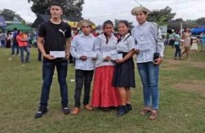 Presidente Cortizo entrega becas para estudios universitarios