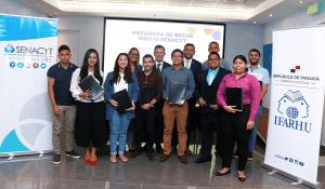 Ifarhu y Senacyt entregan 15 becas de maestría y doctorado