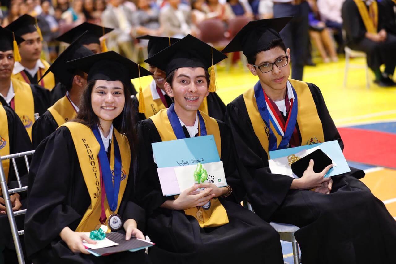 Estudiantes del Don Bosco reciben becas para estudios universitarios en el extranjero