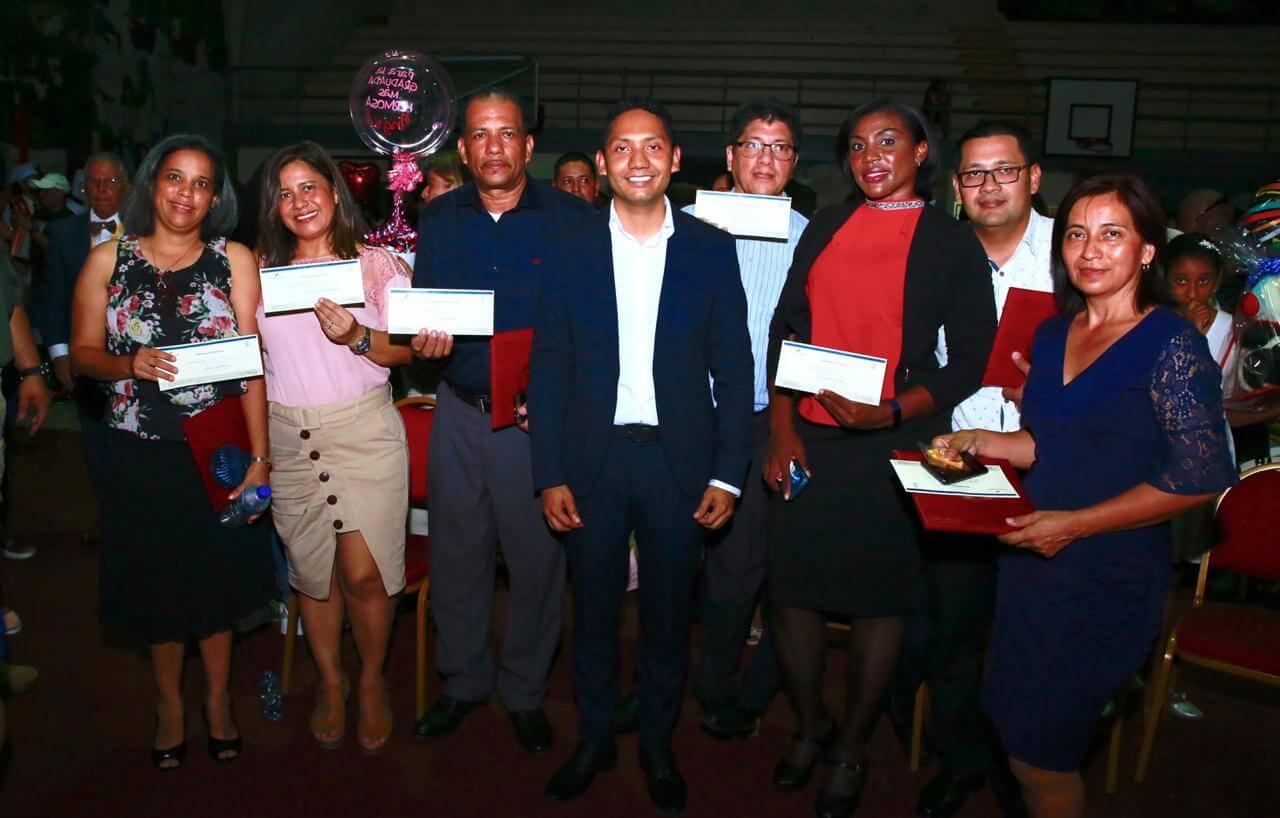 Premian a participantes de Competencia Mundial de Robótica